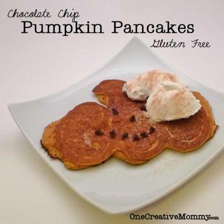 Pumpkin Shape Pancakes {OneCreativeMommy.com} #Halloween #pancakes